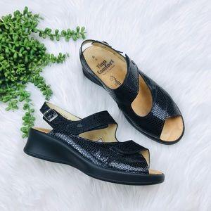 [Finn Comfort]Black Leather Ergonomic Strap Sandal